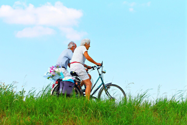 5 Ways to Help Your Elderly Parents Feel More Independent