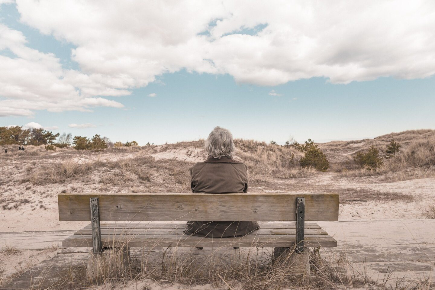How to Help an Elderly Parent Cope With Loss